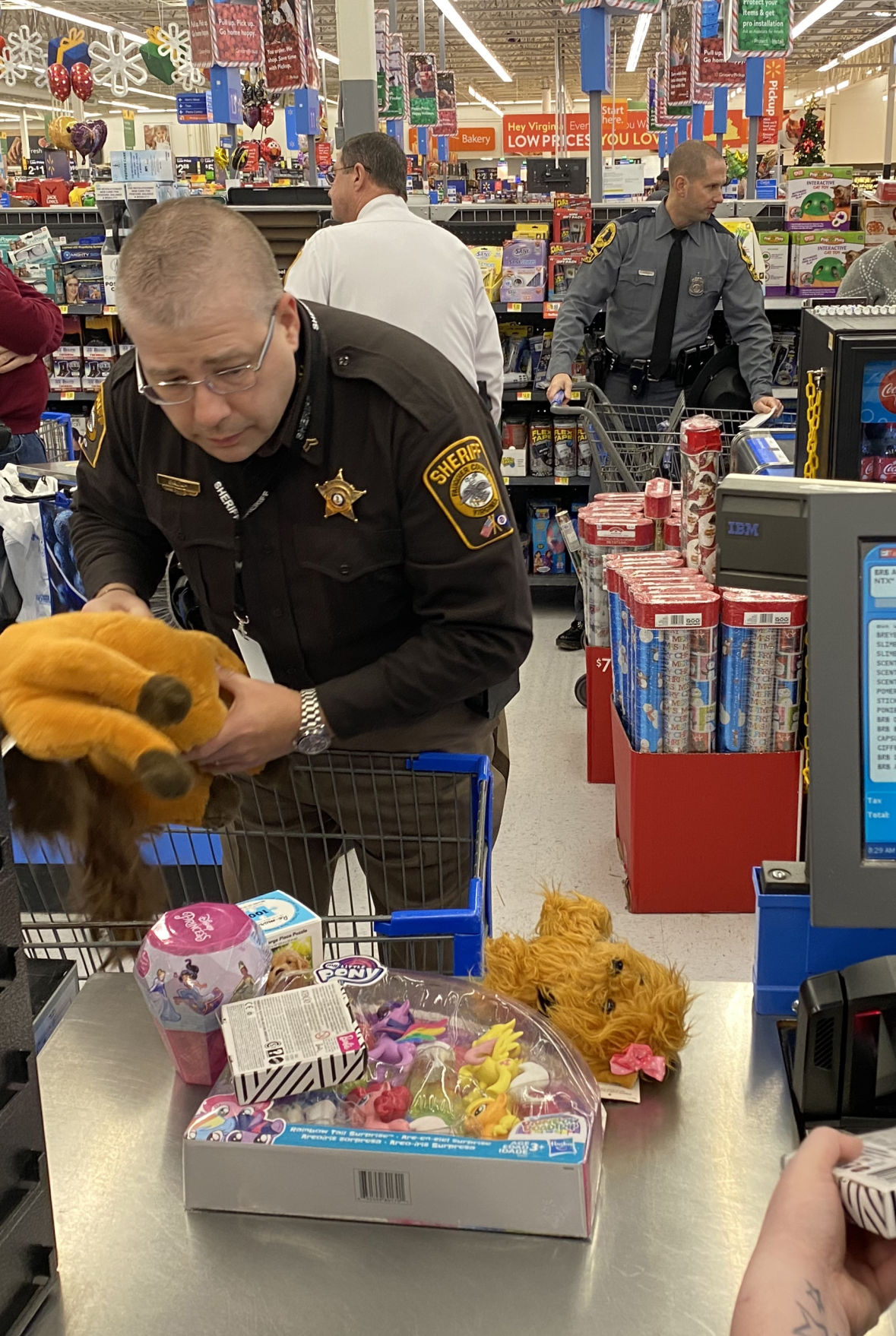 photo_ft_news_shop with a cop 9_121819.jpg