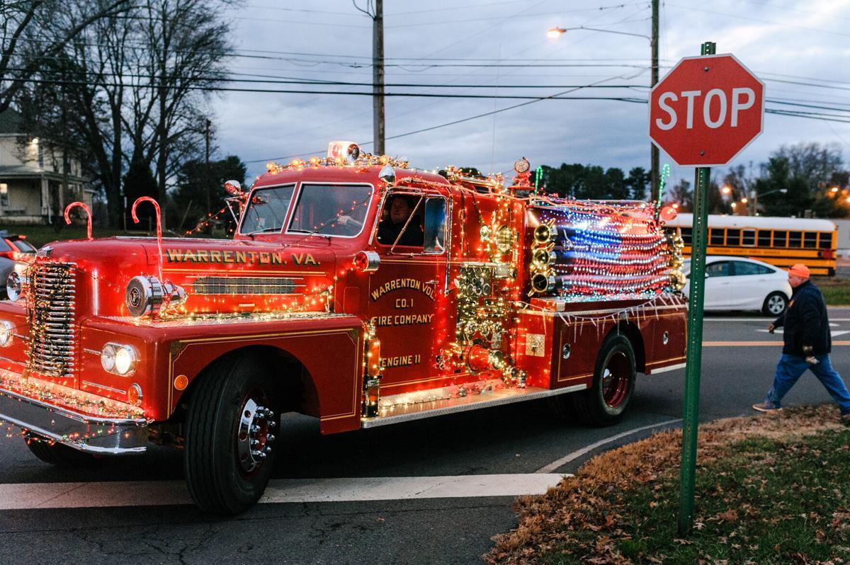 photo_ft_news_warrenton christmas parade-1_20201205.jpg