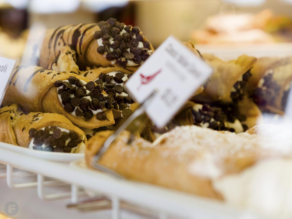Piccione Pastry Cannoli