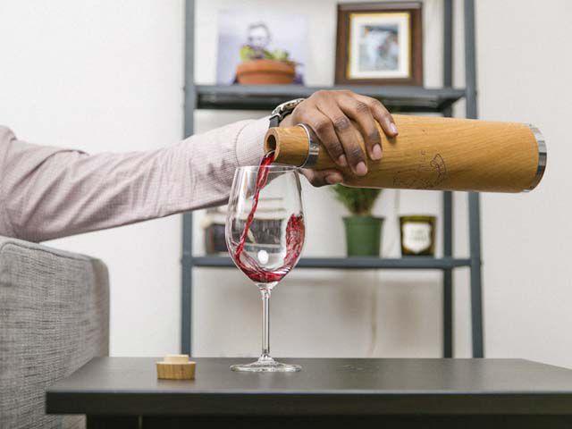The Oak Bottle Pour