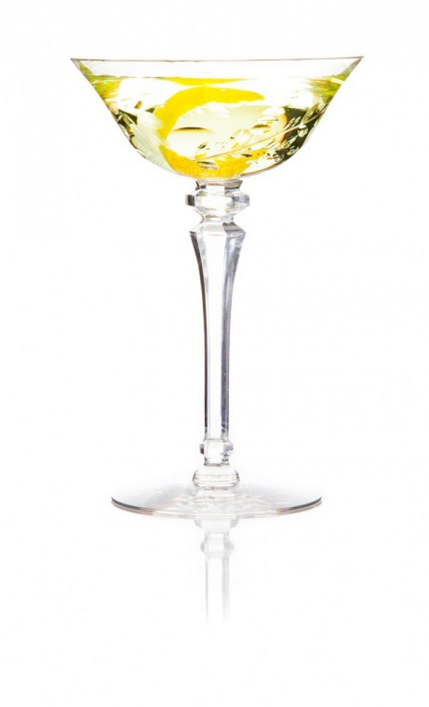 martini ® extra dry Captured in every drop is the essence of the rare woods, herbs and citrus that make up this secret recipe. Introduced on January 1st , its sharp citrus aromas and hints of raspberry became a pillar of the cocktail that dominated the century, the Dry Martini ® cocktail.