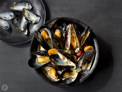 Mussels in White Wine-Garlic Sauce