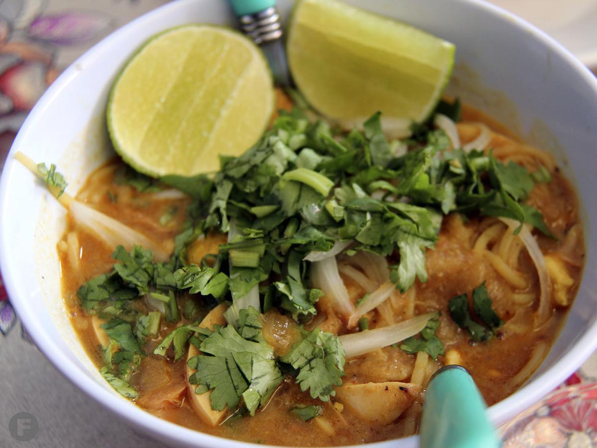 Sone Ze Ya Coconut Soup