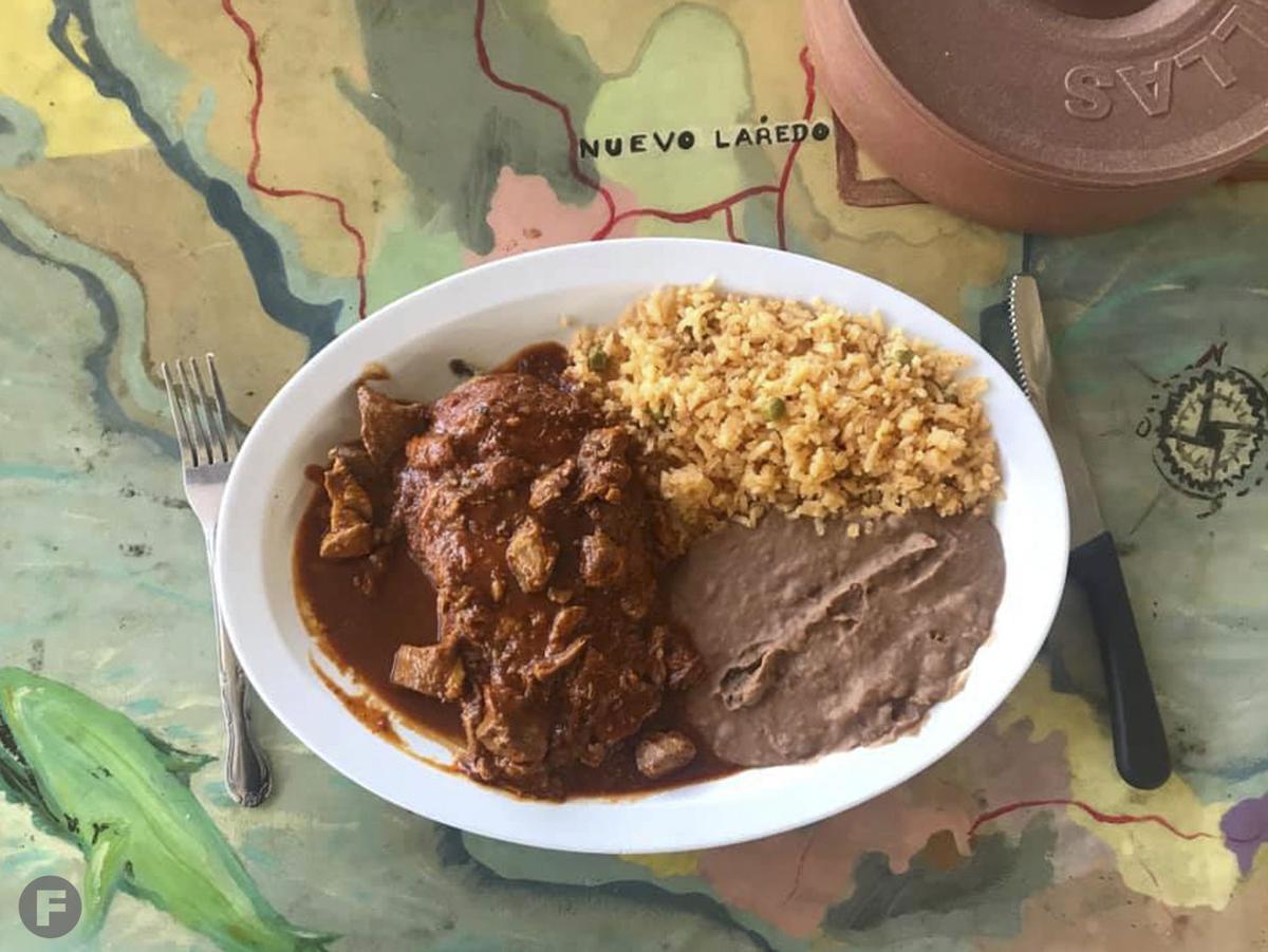 Los Alamos Market y Cocina Chile Relleno