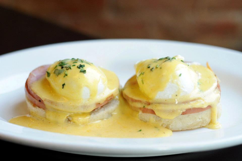 Westport Cafe: Eggs Benedict