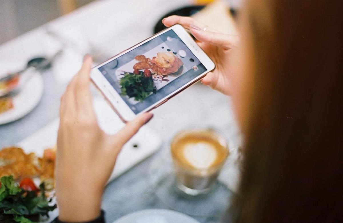 young-woman-try-yo-take-picture-of-a-delicious-brunch_t20_3Jvrpw (1).jpg