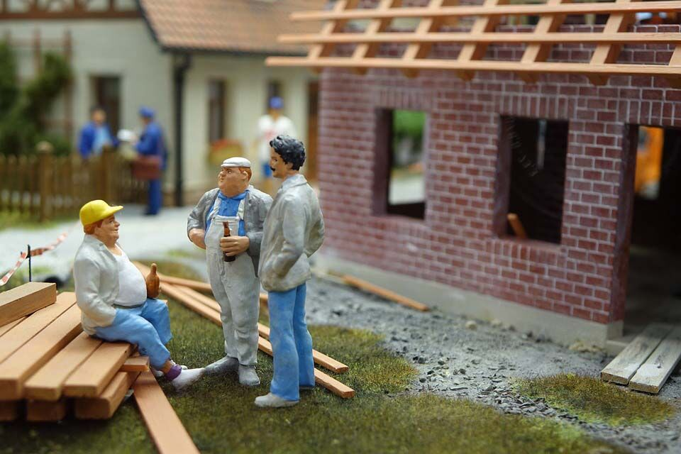 6 Signs That Say You Need To Hire A Professional Roofer For Your Home