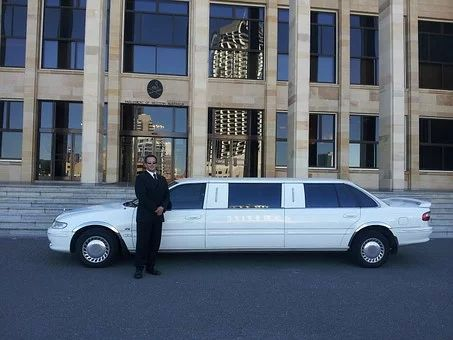 Hiring a Limousine Service? Here's What to Look for
