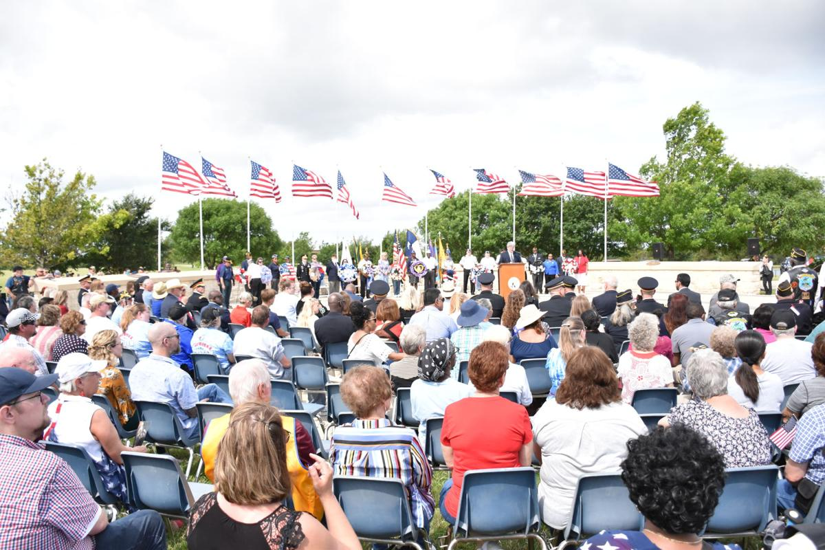 CenTex community honors fallen during ceremony at cemetery ...