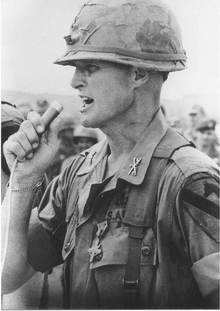 1st cav vietnam airmobile hero retired lt gen hal moore dies then lt col hal moore commander of 1st bn 7th cav 1st cav div airmobile passed away friday at his home in auburn ala he was 94 yesrs old thecheapjerseys Image collections