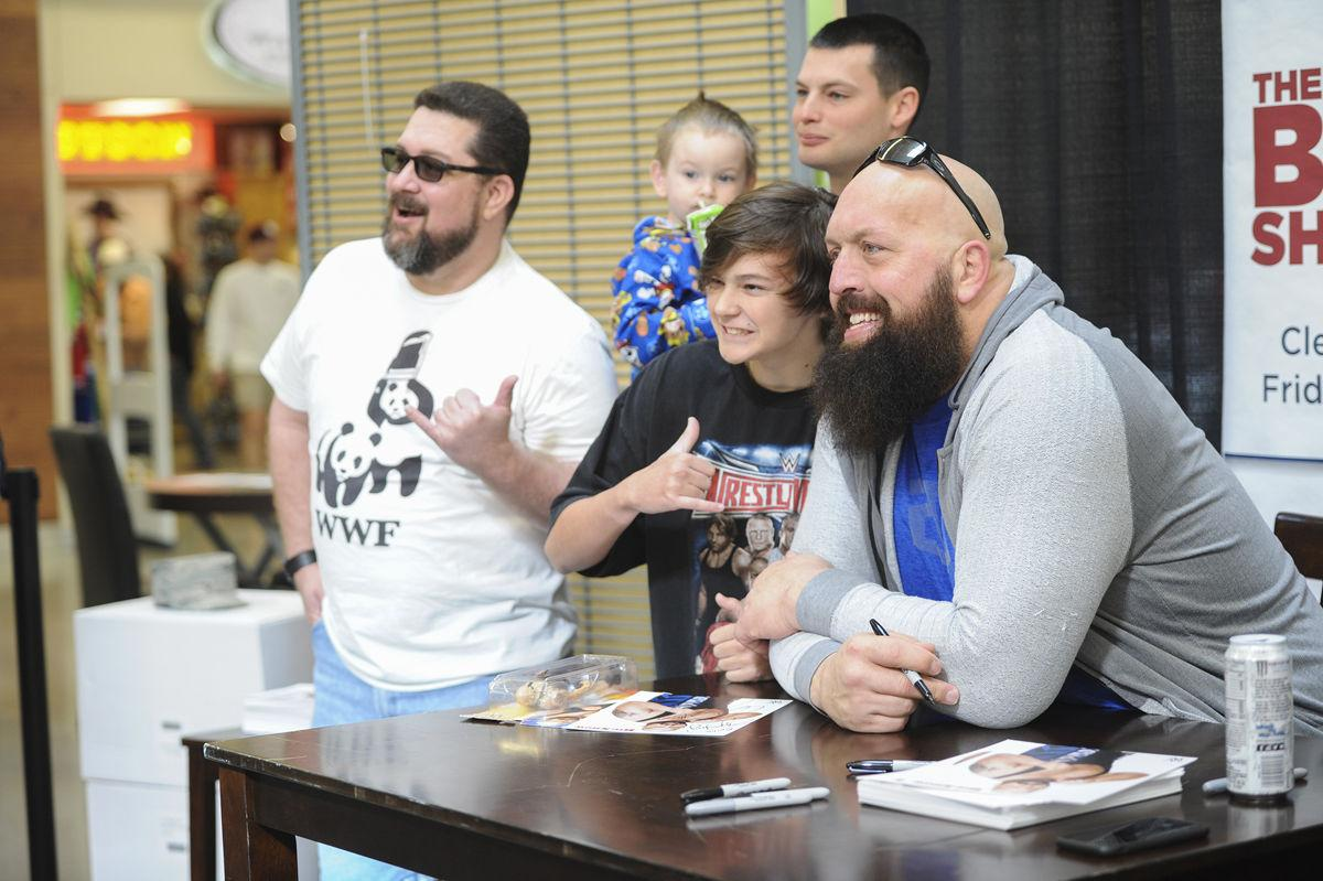 Big show stops at great place sports forthoodsentinel wwe wrestler big show takes a photo with 15 year old emilio lane and his family during a meet and greet with fans at the fort hood main exchange kristyandbryce Image collections