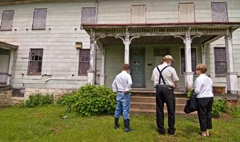 Descendant of 1730s property owner tours Beatty-Cramer House