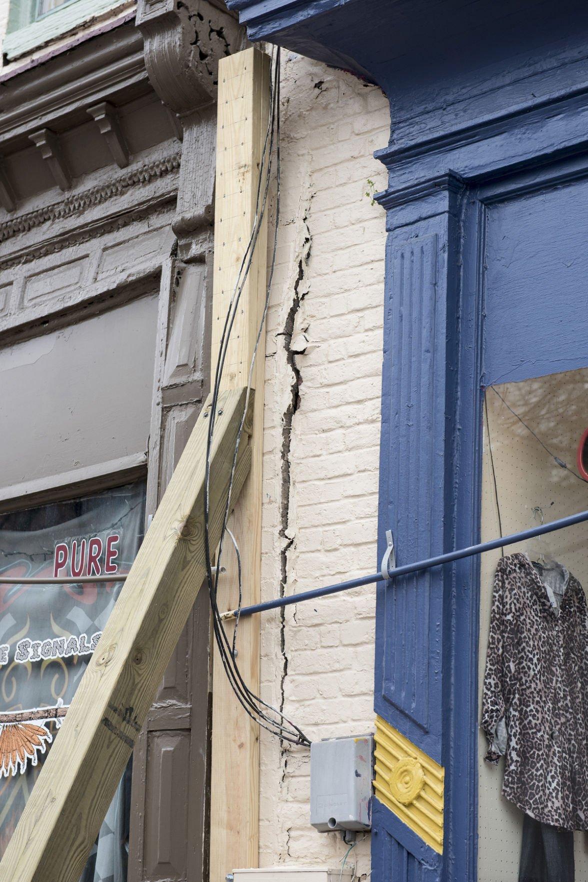 Ro's cracked wall