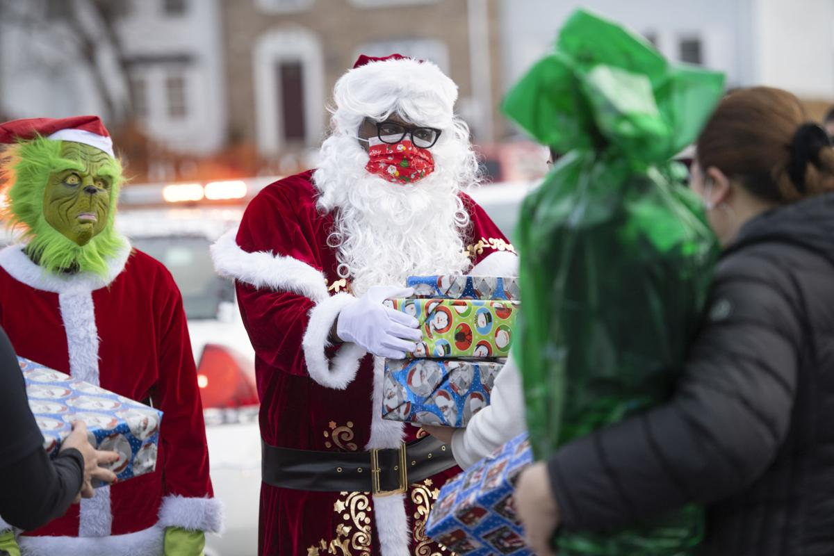 Santa and FPD Deliver Gifts
