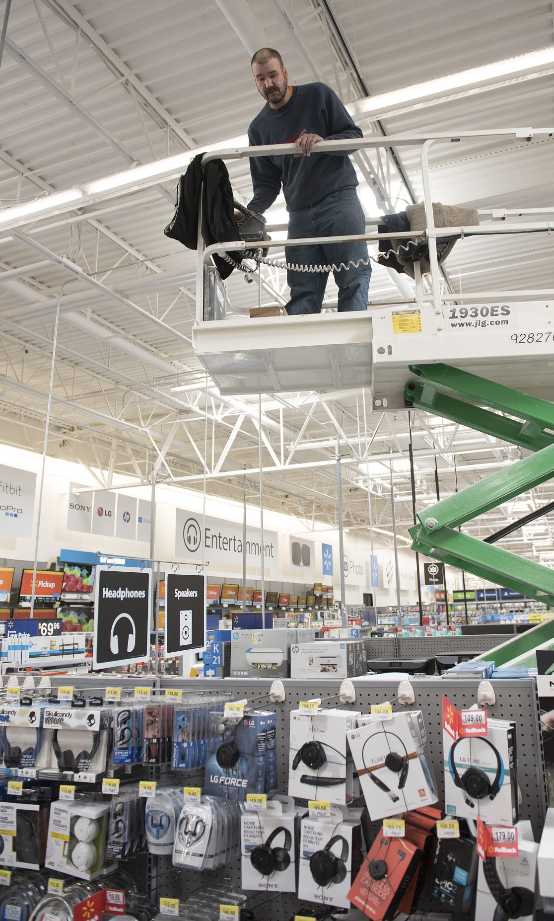 New Frederick Wal Mart Supercenter opens Wednesday