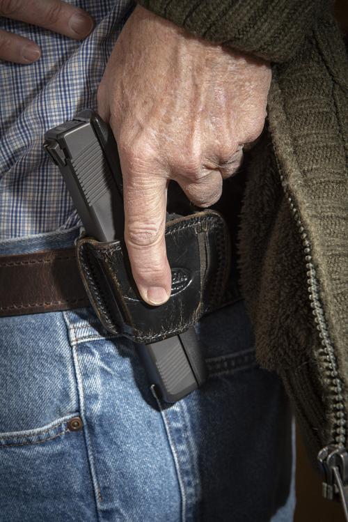 Lawmakers openly debate right to carry concealed handguns