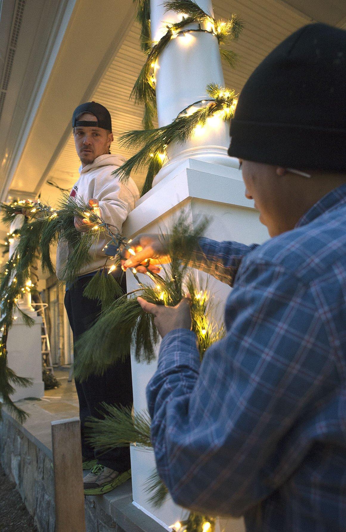 DG Christmas lights decorating 4
