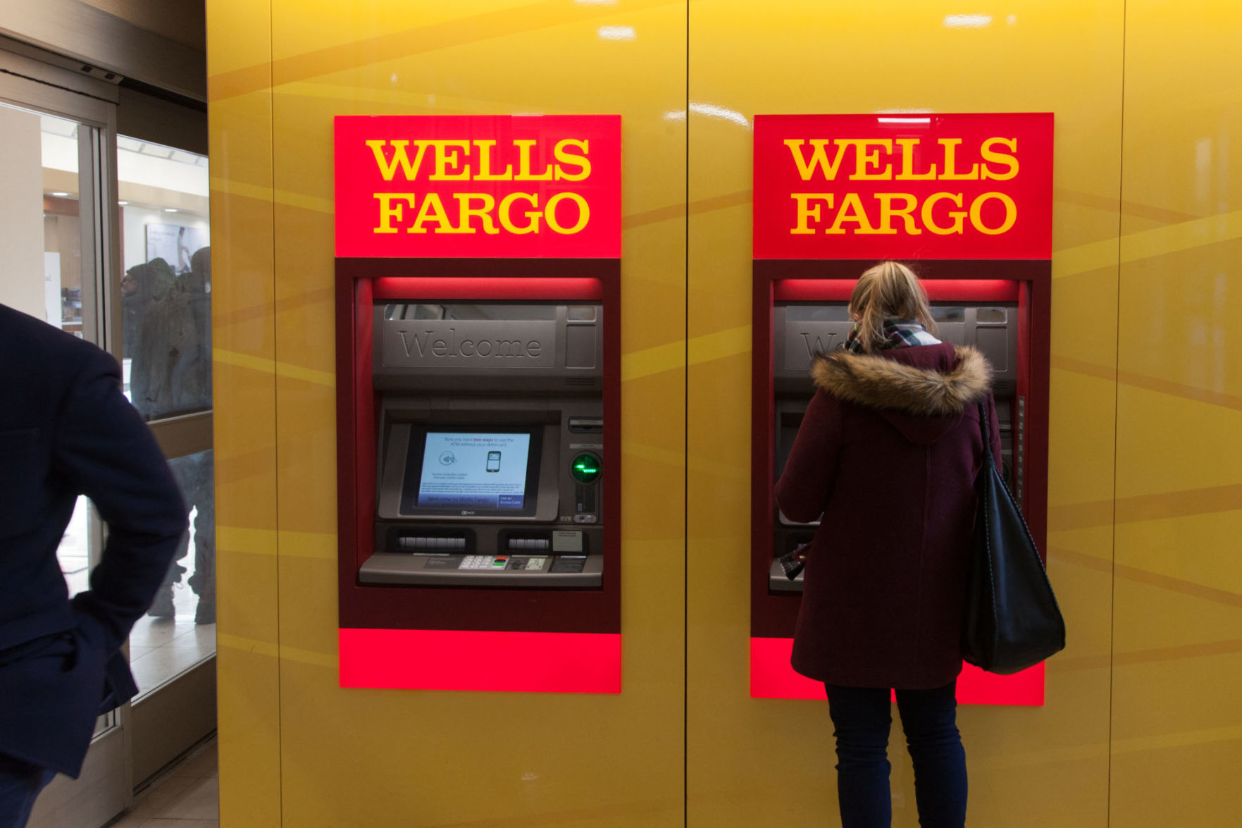 Wells Fargo Bank Teller Fargos Critics Unappeased As Four Directors To Leave