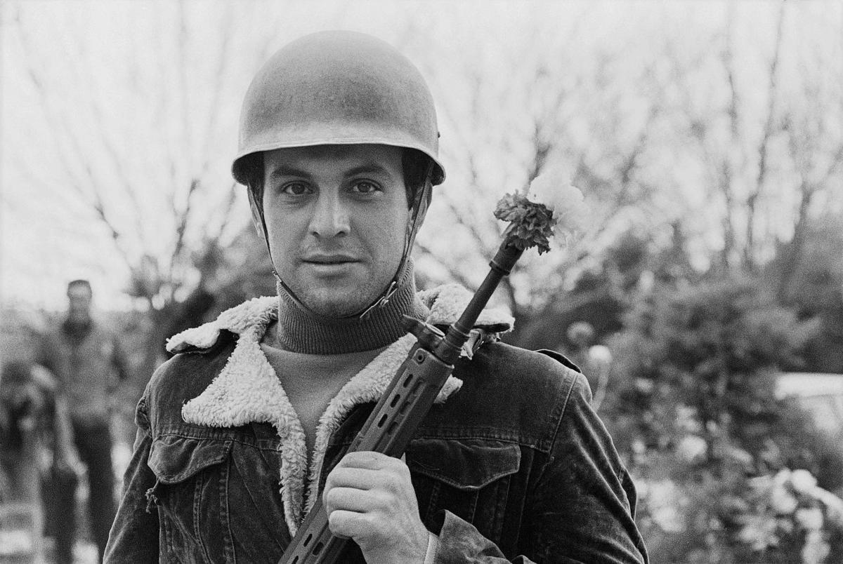 Man with machine gun-rose.jpg