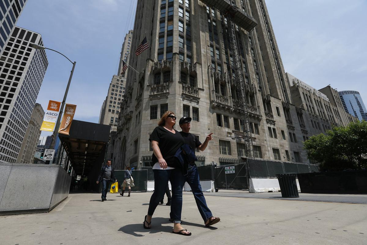 Chicago S Magnificent Mile Waiting For A Jolt Amid Retail