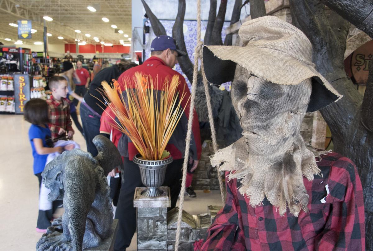 spirit halloween popup store 1 wbb - Spooky Halloween Store