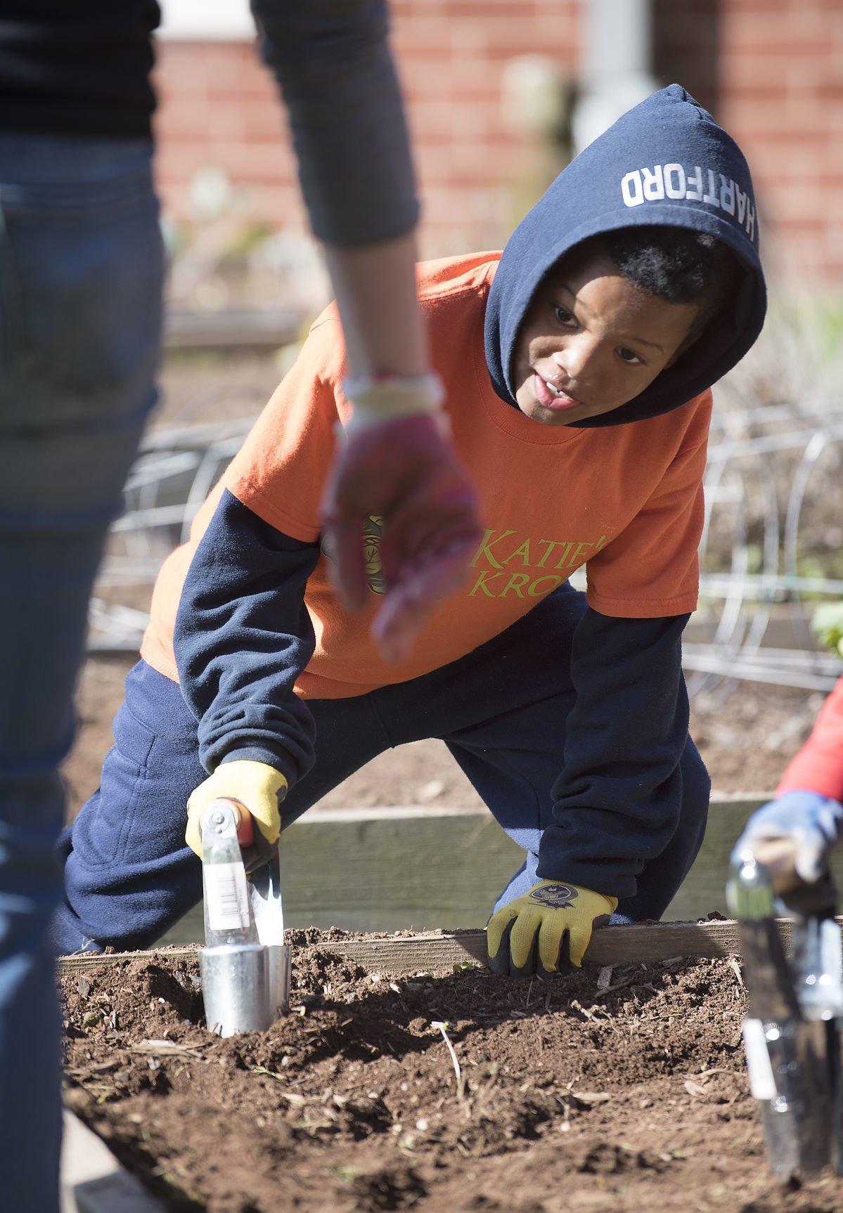 DG Students gardening @ Centerville ES 2