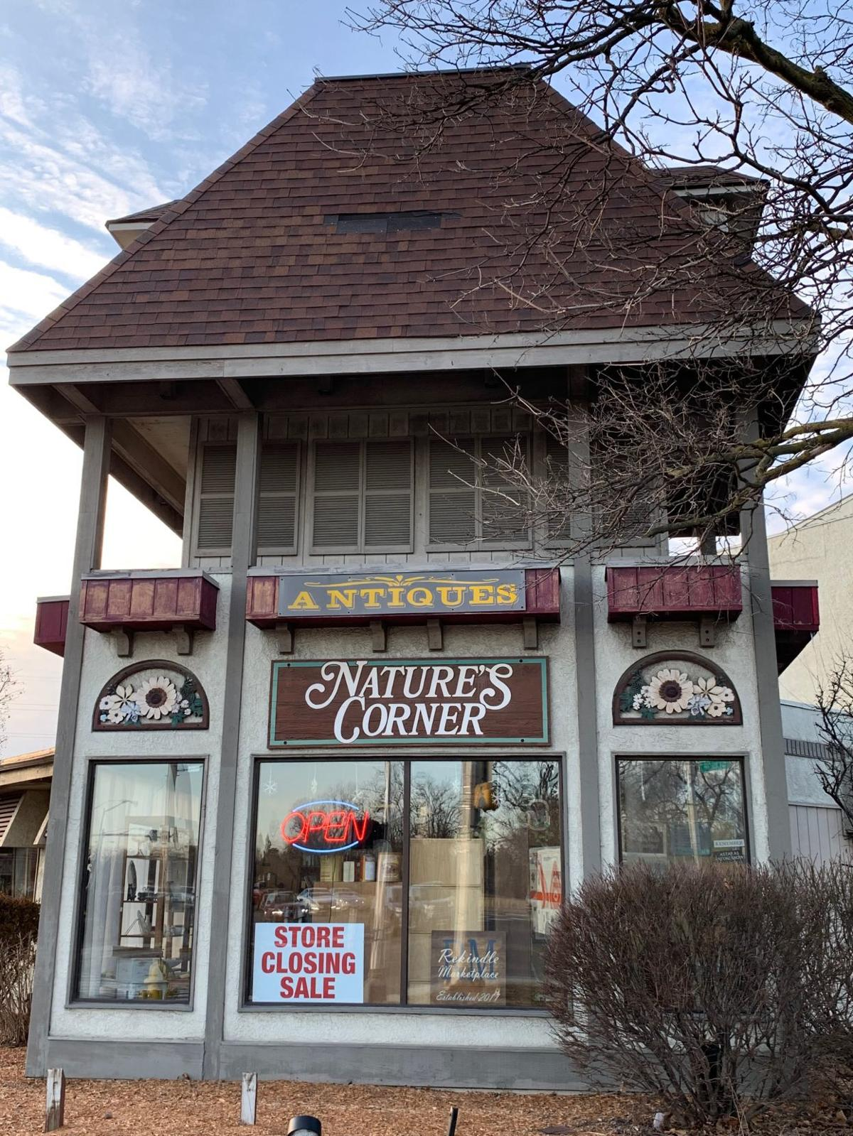 Fort Wayne Mall >> Health Problem Forces Fort Wayne S Nature S Corner To Close