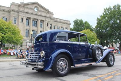 Duesenberg at courthouse