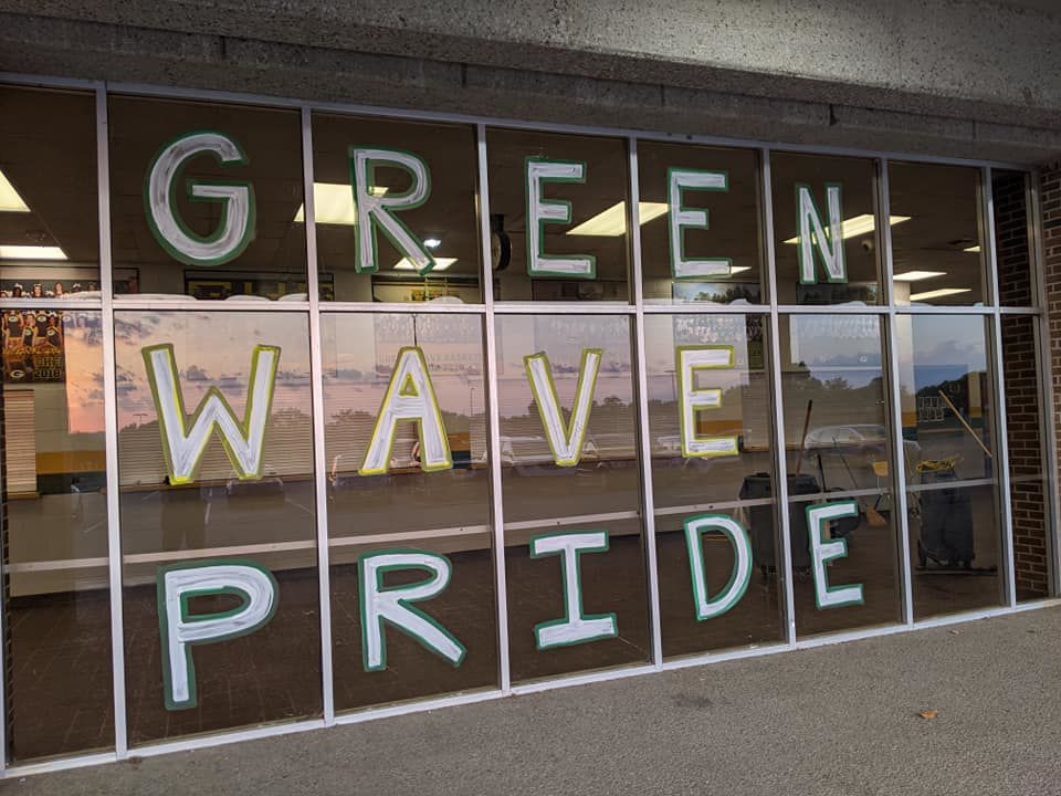 Signs show off Green Wave Pride at Gallatin High School..jpg