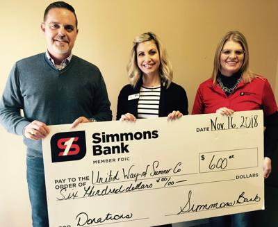 Simmons Bank gives to United Way