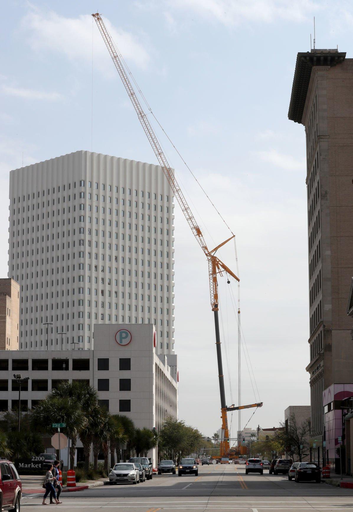 Enormous crane at ANICO