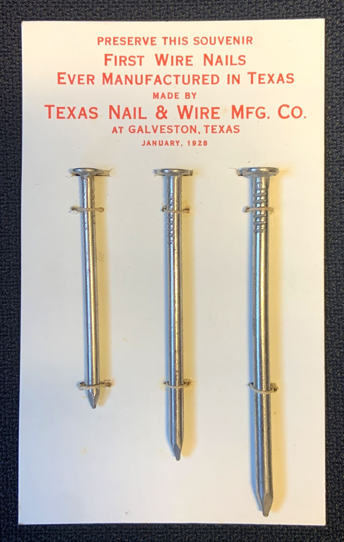 Souvenir nails