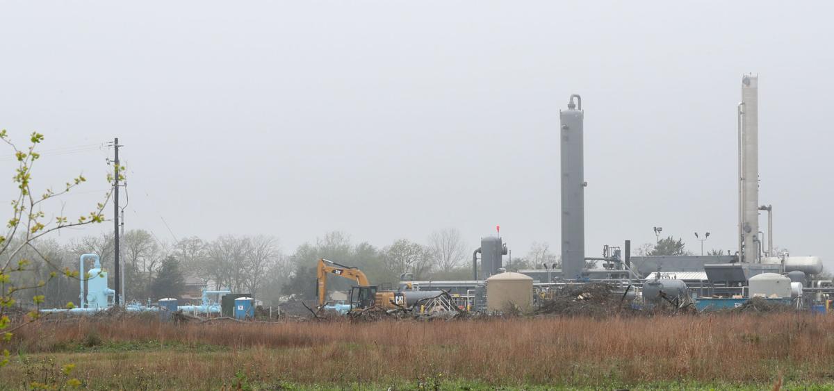 Gas plant abuts Santa fe neighborhood