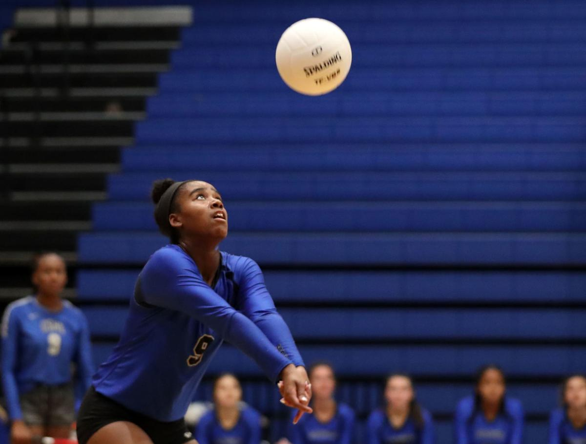 Clear Springs vs. Pearland Dawson volleyball
