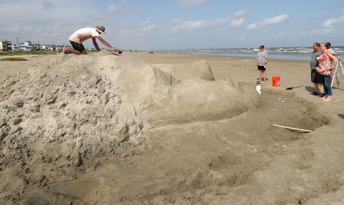 Sculptor turns sand into art on Galveston's West End