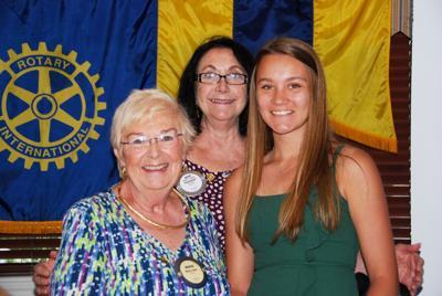 Aeris Buss wins scholarship from Rotary Club