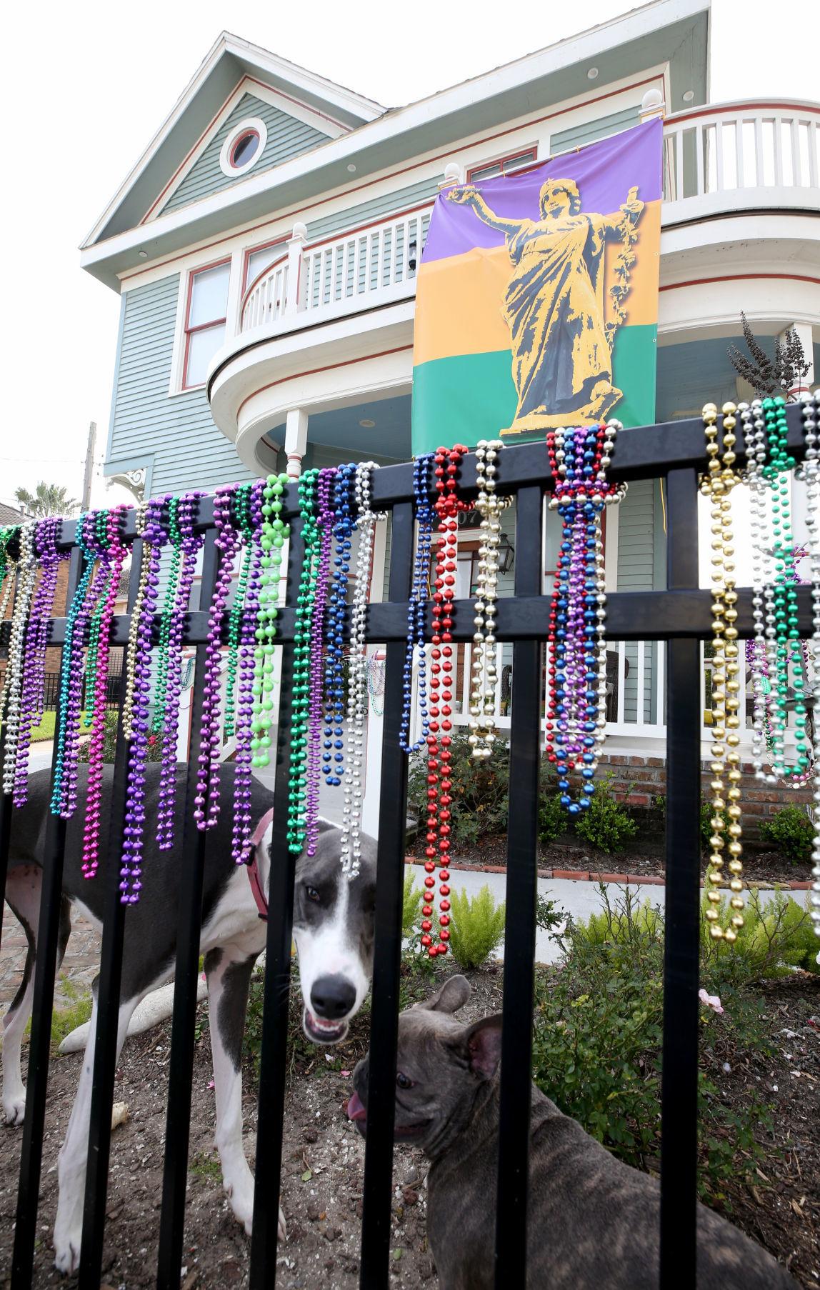 Islanders decorate for Mardi Gras