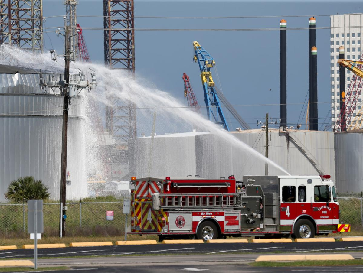 Galveston firefighters respond to tank fire on Pelican Island