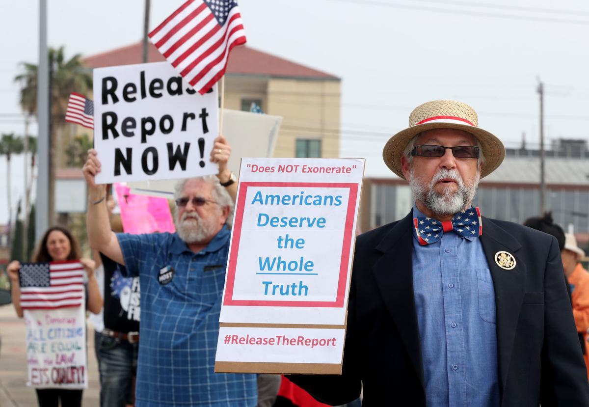 Protestors in Galveston call for release of Mueller report