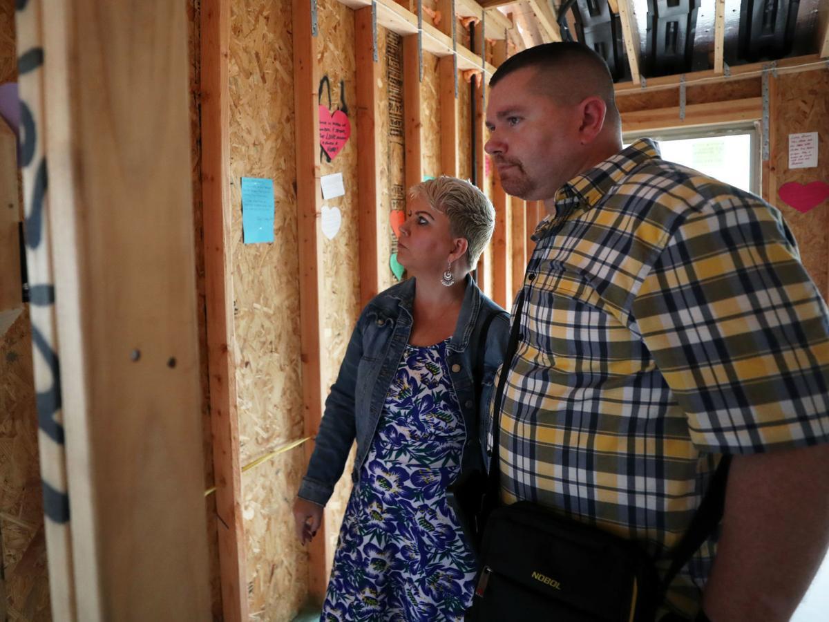 Residents write love notes to new military vet neighbor