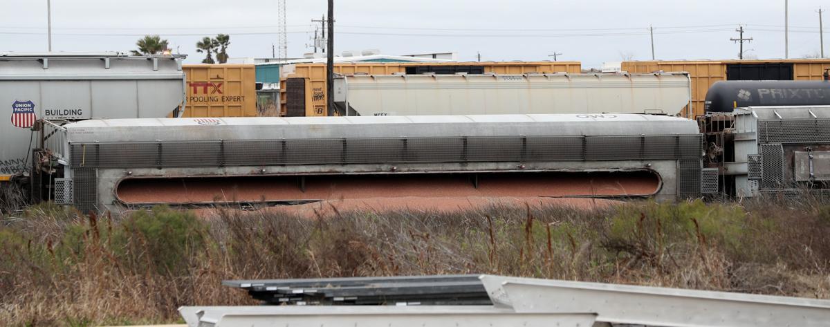 Train cars derail near courthouse