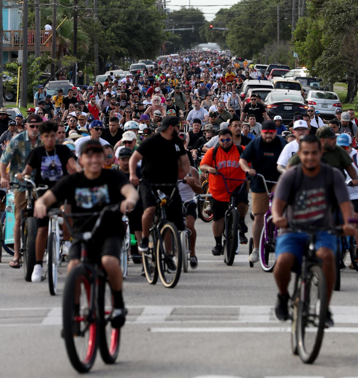 Thousands of cyclists descend on island for ride out