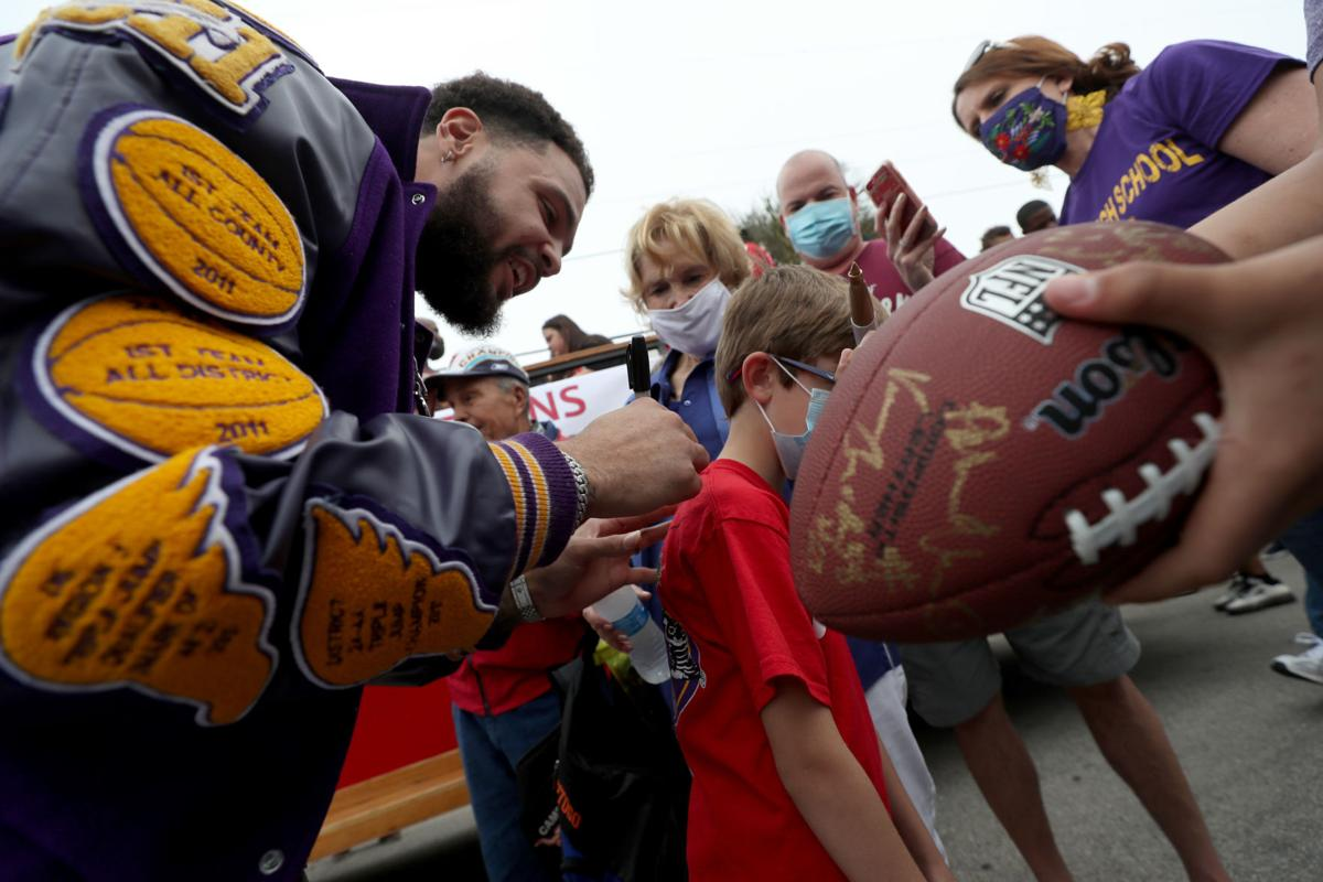 Galveston honors Super Bowl champ Mike Evans