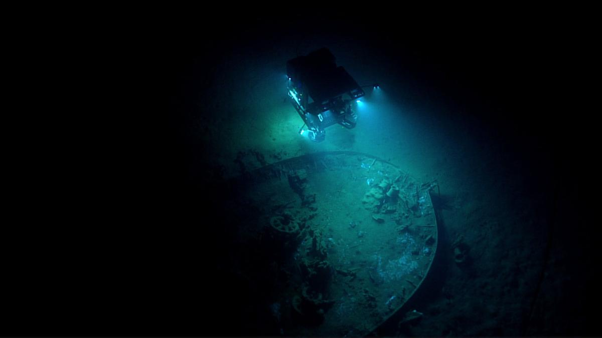 Remote vehicle exploring wreck