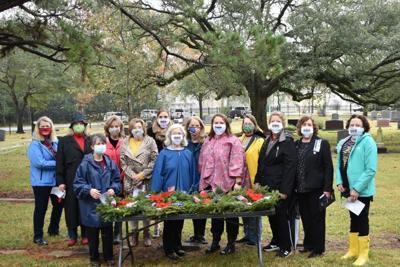 DAR participates in Wreaths Across America