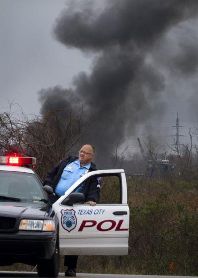 Pipeline fire closes FM 2004