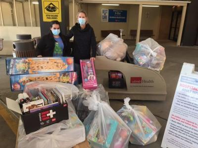 Galveston Country Club donates gifts to hospital