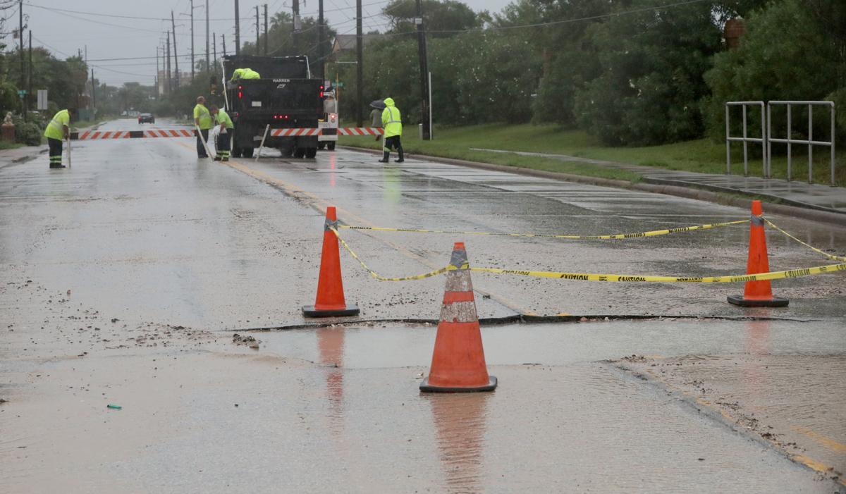 Imelda dumps more rain on Galveston