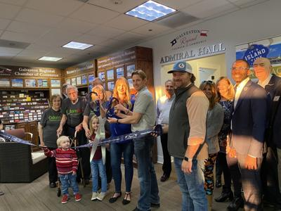 Chamber holds ribbon-cutting ceremony