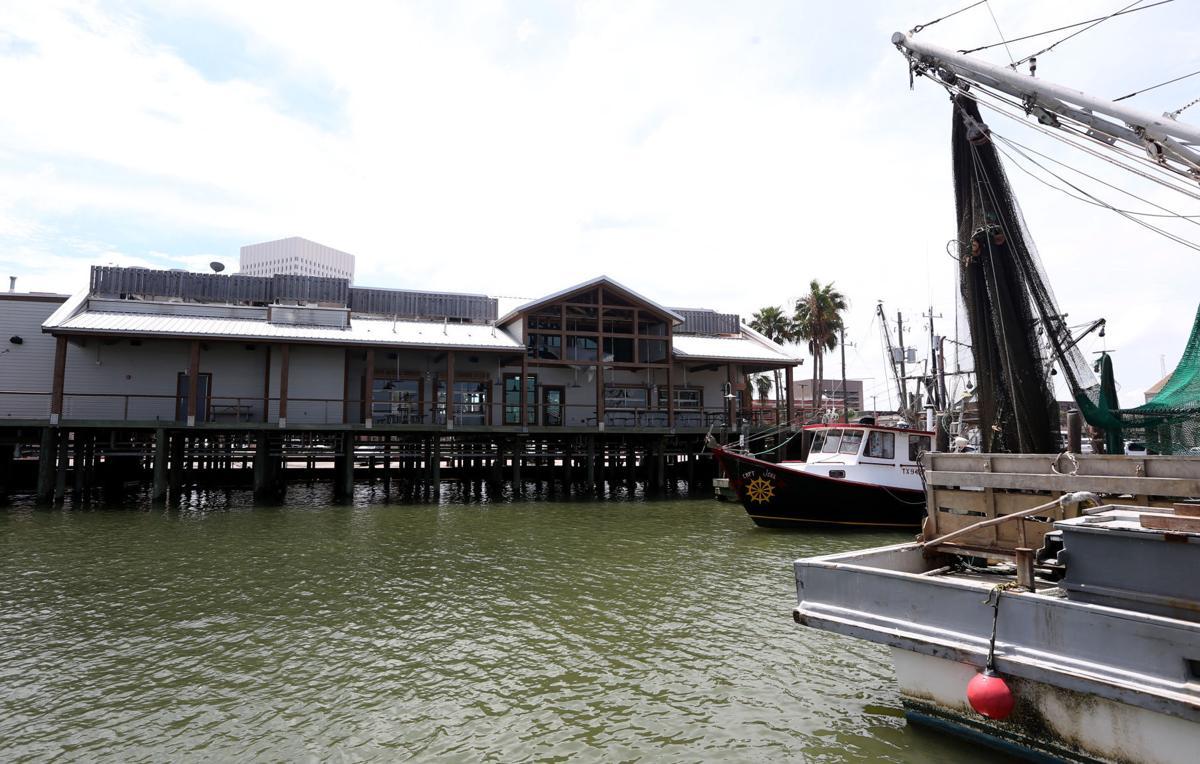 Joe's Crab Shack at Pier 19 closed